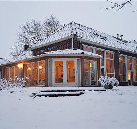 Groepshuis met 9 slaapkamers in voormalig schooltje in hartje Drenthe.