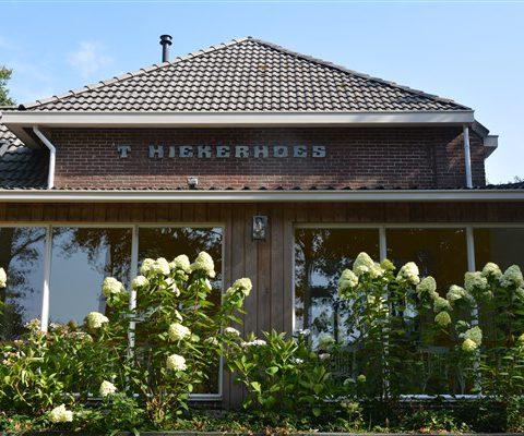 Groepsaccommodatie met 9 slaapkamers gevestigd in voormalig schooltje in hartje Drenthe.