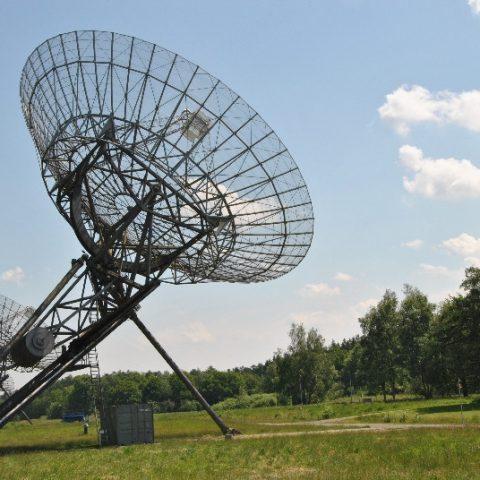 Bezoek de radiosterrenwacht Westerbork tijdens jullie weekendje weg in Drenthe in het Hiekerhoes.