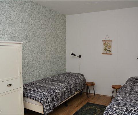 Groot vakantiehuis met 9 slaapkamers aan rand natuurgebied in Drenthe.