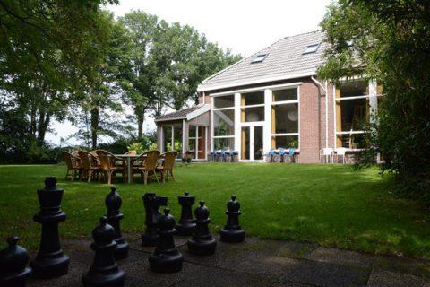 tuin Hiekerhoes 14 - Groepsaccommodatie en vergaderlocatie HiekerHoes Drenthe