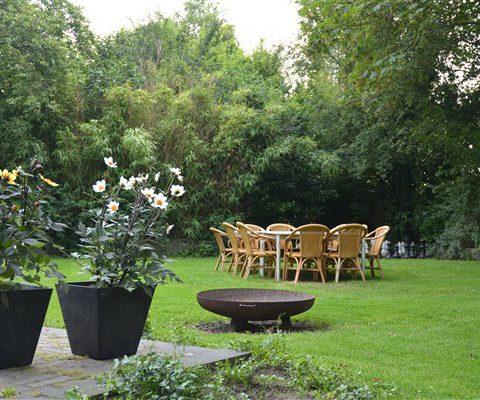 Groepshuis in hartje Drenthe met ruime tuin met vuurschaal.