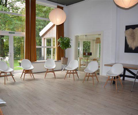 Vergader locatie in hartje Drenthe met verschillende ruimtes en voorzien van alle faciliteiten.